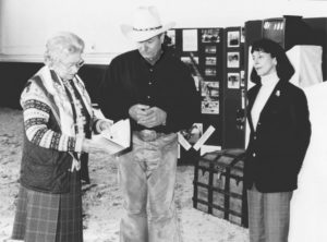 """Roberts Shows Her Majesty a copy of """"The Man Who Listens to Horses"""". www.horsecollaborative.com (wikipedia)"""